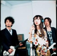5年ぶりのシングル「Stand by me」で活動を再開したブリグリ。今後はライブも続々決定している。
