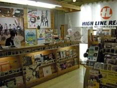 自主レーベル運営や委託販売なども手がけ、11年間にわたりCDショップの枠を越えた存在感を示してきた。