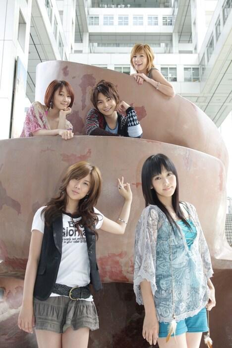 現在22歳の小池徹平(写真中央)が中学生役に挑戦した映画「ホームレス中学生」は、10月25日より全国東宝系にて公開。