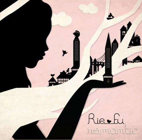 シングル初回プレスには、Rie fu直筆クリスマスカードが封入される(写真はシングル「Romantic」ジャケット)。