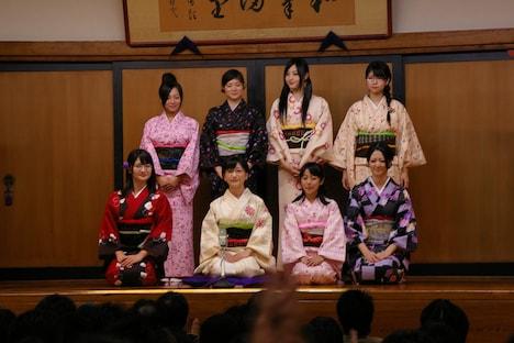 写真は前列左からカレン、あゆべえ、えり~な、まっちゃん、後列左から橋本愛奈(はしもん)、大瀬楓(かえぴょん)、いくっち、ピーチの8人。