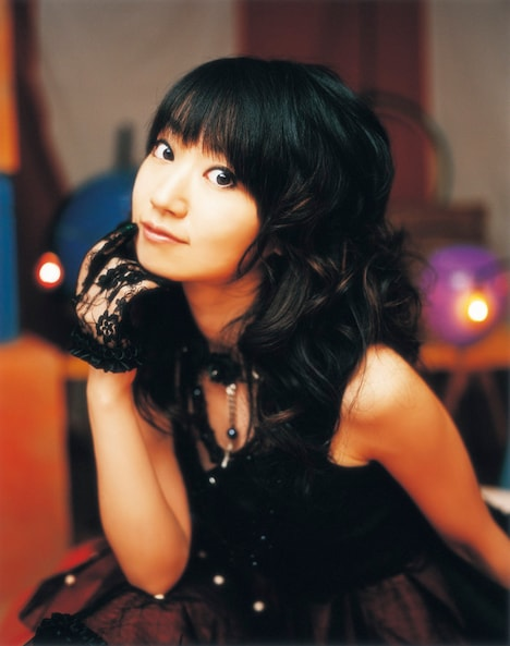 水樹奈々のニューシングル「深愛」はオリコンウィークリーチャートで初登場2位を記録。彼女が公開収録でどのようなパフォーマンスを見せたのか、ファンはお楽しみに。