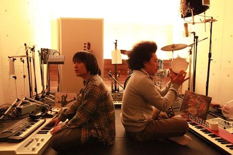 池田貴史(写真右)は100sとしてのトークイベント「100s寺子屋スペシャル~フラワーロードショー~」も控えている(6月28日・東京/7月4日・大阪)。