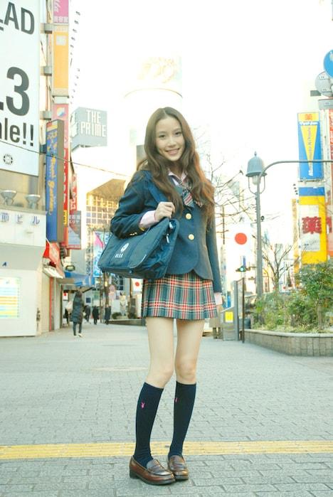 念願の女子高生ファッションを身にまとったMayがギャルの聖地・渋谷に降臨。
