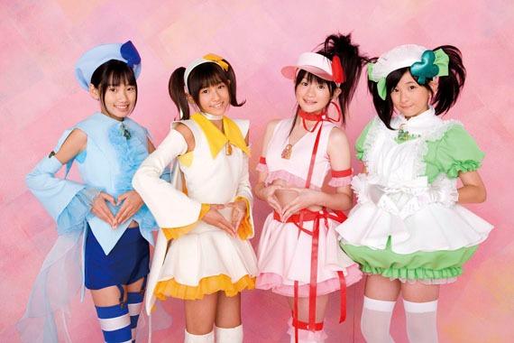 S/mileageには、しゅごキャラエッグ!から福田花音(写真右)、前田憂佳(右から2番目)、和田彩花(左から2番目)の3人が参加。
