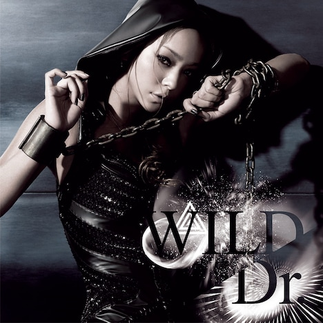 写真は3月18日にリリースされたニューシングル「WILD / Dr.」CD+DVD盤ジャケット。