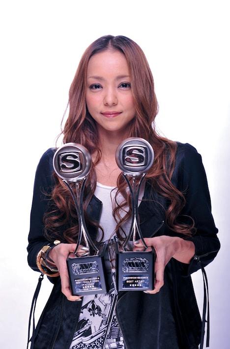 安室は2008年の1年間で5作品のミュージックビデオを発表。高いクオリティが評価され、BEST ARTISTの記念すべき第1号受賞者に選ばれた。