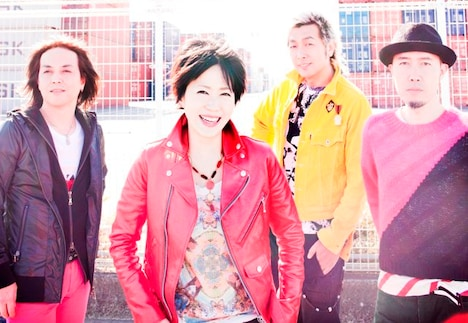 LINDBERGは、12月9日に限定復活を締めくくるラストシングル「LIVE your LIFE」と、日本武道館公演の模様を収録したライブDVD「LINDBERG 20th Anniversary LIVE 《SPECIAL》 ~ドキドキすることやめられへんな(笑)~」をリリース。12月中旬からは全国ツアーも開催する。