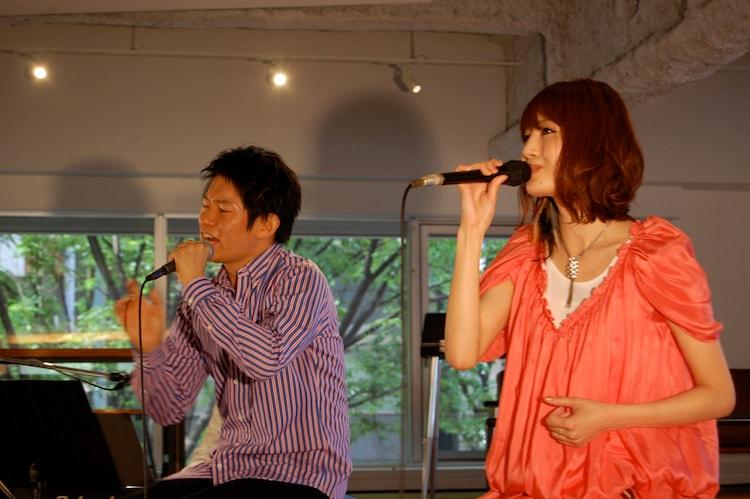 ナタリーPower Pushのコーナーでは高野健一のインタビューを公開中(写真はライブ中の様子)。