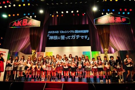 プロデューサーの秋元康によると、新選抜による新曲は爽やか、アンダーガールズが歌う楽曲はかなりセクシーなものになるとのこと。メンバーは明日7月9日から、早くもレコーディングに突入する。