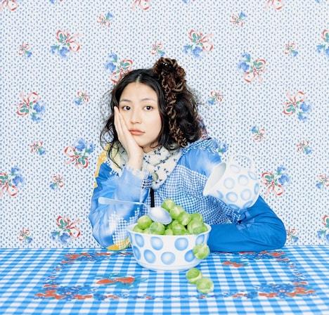 「曲がれ!スプーン」は長澤演じるバラエティ番組の女性ADが、クリスマスイブにエスパーたちの集まる喫茶店を訪れたことから始まる騒動を描いたコメディ。