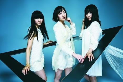 7月8日に発売されたアルバム「⊿(トライアングル)」がオリコンウィークリー1位を獲得したPerfume。発売1週目で「GAME」の記録を上回る21.1万枚を売上げ、2009年女性グループの初動記録としては現時点で1位となっている。