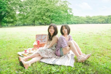写真左が茉奈(長女)で右が佳奈(次女)。2人あわせて茉奈佳奈だ。