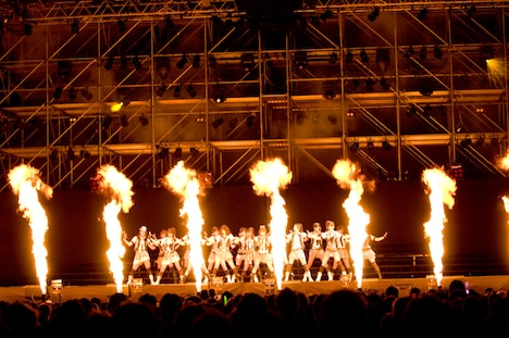 新曲「RIVER」の迫力あるダンスに会場は水を打ったように静まりかえり、彼女たちのパフォーマンスに釘付けの観客が数多く見受けられた。