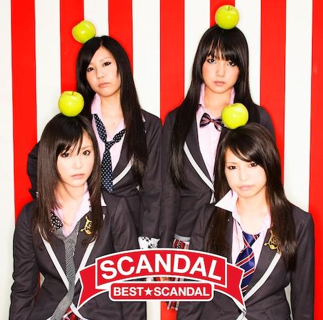 アルバム「BEST★SCANDAL」は完全生産限定盤(写真)のほか、DVDが付属する初回生産限定盤、CDのみの通常盤の計3パターンが用意されている。