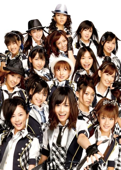 ミュージカル来場者には特典として、ここでしか手に入らない「AKB歌劇団スペシャル生写真」のプレゼントを予定(写真はシングル「RIVER」選抜メンバー)。