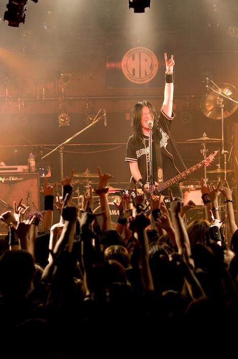 写真は10月15日にHEAVEN'S ROCK さいたま新都心 VJ-3で行われたライブの様子。