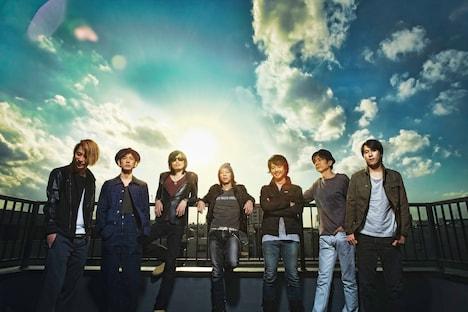 1stシングル「Insomnia」を作り上げたメンバーが勢揃い。