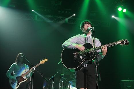 ライブ後には50人限定のサイン会も実施。この日のライブで初めて彼の音楽を知り、急いでCDを買いサイン会に並んだという音楽ファンの姿もあった。(写真提供:GRAND MINT FESTIVAL)