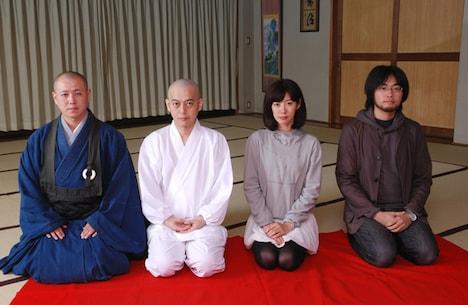 断髪式終了後の記念撮影。スネオの表情は、もうすっかり僧侶のそれになりつつある。