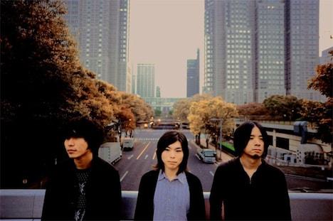 左から石原正晴(Vo, G)、櫻井範夫(Dr)、溝渕匠良(B)。