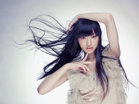 彼女の好きなアーティストはMY CHEMICAL ROMANCE、アヴリル・ラヴィーン、エイミー・ワインハウス、MARILYN MANSON、椎名林檎、東京事変、宇多田ヒカル、安室奈美恵、L'Arc-en-Cielなど。