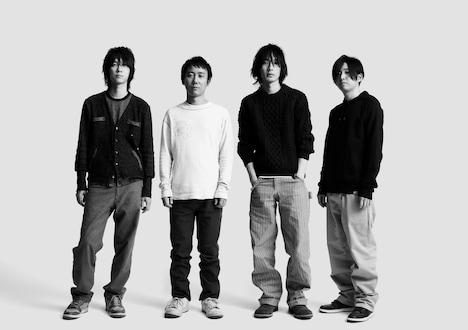 BUMP OF CHICKENによるテーマソング「pinkie」は、4月14日にリリースされたニューシングル「HAPPY」に収録。