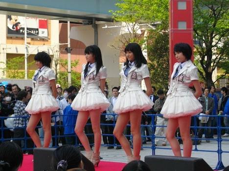 5月26日発売のシングル「夢見る15歳(フィフティーン)」でメジャーデビューするスマイレージ(左から小川紗季、前田憂佳、和田彩花、福田花音)。