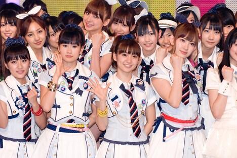 AKB48は選抜メンバー16人(松井珠理奈、宮崎美穂に代わり仁藤萌乃、小野恵令奈が参加)が出演し、5月26日リリースの新曲「ポニーテールとシュシュ」を披露。