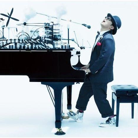 アルバム「Yes!!」(写真)には、「ストーリー」「まなざし☆デイドリーム」といったシングルのアルバムバージョンを含む全12曲を収録。