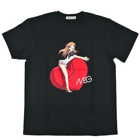アスカがMEGのセクシーポーズを完全再現した「PREMIUM14」Tシャツイメージ。