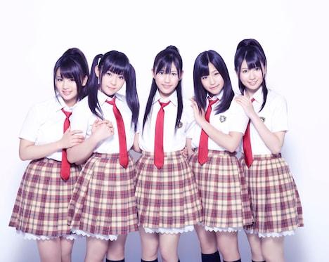 渡り廊下走り隊は7月31日、東京・時事通信ホールでシングル「青春のフラッグ」発売記念イベント「青春の握手を元気にしようよ」の東京地区振替握手会を実施。