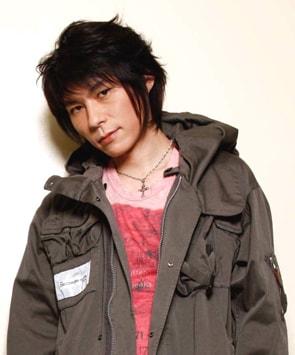 日本代表選手・稲本潤一と親交が深く、彼の後援会長も務めているというTAKUYA。