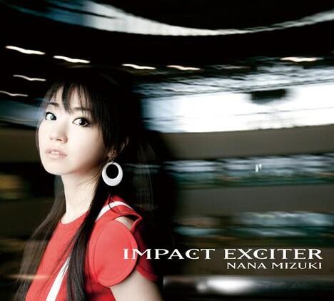 タワーレコード渋谷店ではアルバム「IMPACT EXCITER」初回限定盤ジャケット(写真)と「ミュステリオン」PVの衣装、新宿店ではアルバム通常盤の衣装を展示。渋谷店ではこのほか1週間ごとに写真が替わるパネル展示も。
