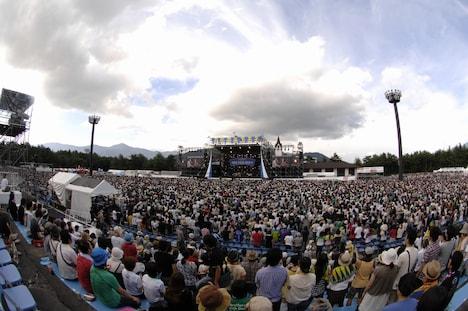 天気にも恵まれ、夏らしい陽気の中で行われた「フジフジ富士Q」。ライブ終了後には、盛大な花火がイベントのフィナーレを演出した。
