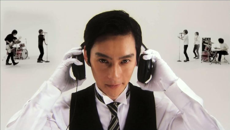 椿屋アルバムCMに「娼婦と淑女」執事役のあの俳優登場 - 音楽ナタリー