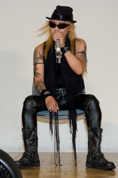 写真は2010年8月、X JAPANの記者会見に出席した際のTAIJI。