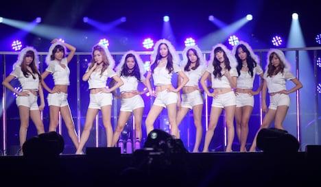 オープニング映像と同じ衣装でステージに登場した少女時代。写真左からティファニー、スヨン、ジェシカ、ヒョヨン、ソヒョン、ユナ、テヨン、ユリ 、サニー。