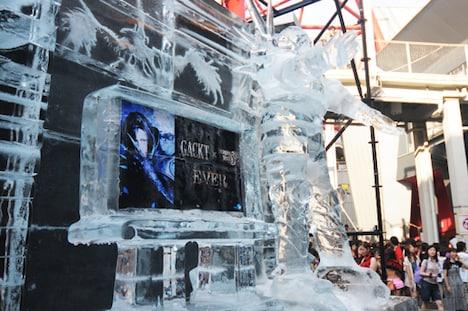 会場に設置されたGACKT氷像。