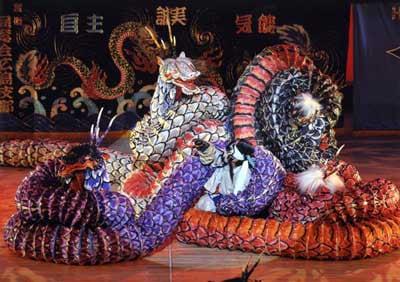 写真は広島県立加計高校芸北分校神楽部の舞台の様子。