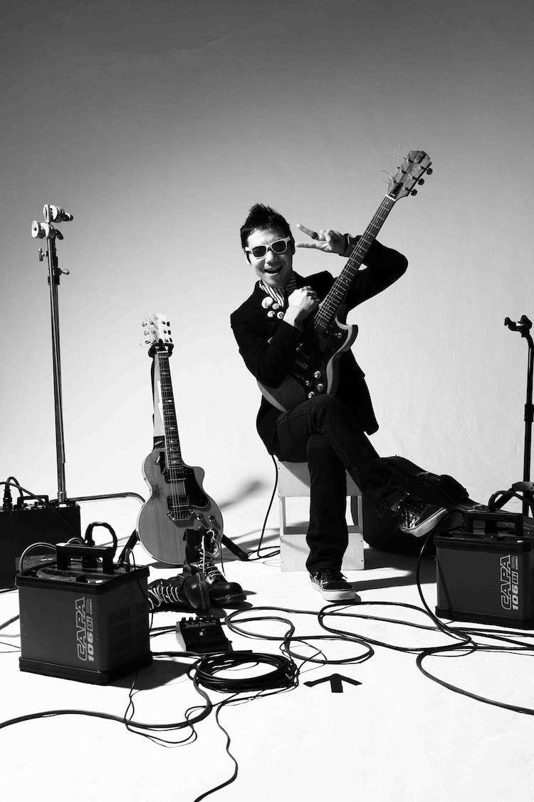 MONOBRIGHTにギター&キーボードとして新加入したヒダカトオル。