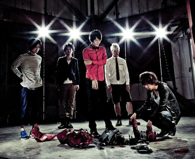 serial TV drama(写真)は今後もこのカバー曲に関する企画を展開予定。