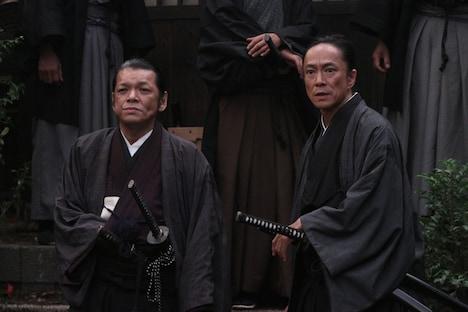 写真は「龍馬伝」最終回の1シーン。写真左がSION演じる渡辺篤、右が中村達也演じる佐々木只三郎。