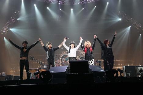 写真は12月25日の東京ドーム公演の様子。