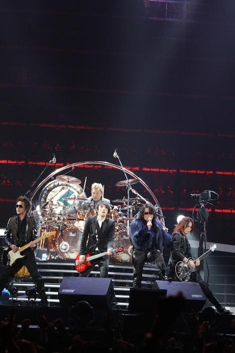 写真は12月23日の東京ドーム公演の様子。