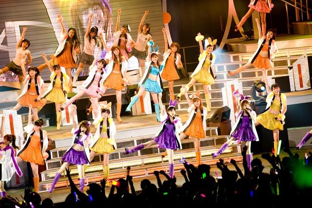「Hello! Project 2011 WINTER ~歓迎新鮮まつり~Aがなライブ」初日ステージの様子。