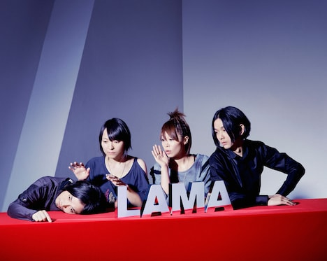LAMA(写真左から中村弘二、田渕ひさ子、フルカワミキ、牛尾憲輔)