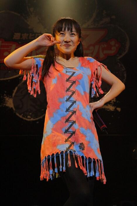 百田夏菜子は公演中、東海テレビ「ブログ刑事」出演時に覚えた萌えフレーズ「テヘペロ」を連発(写真はZepp Tokyo公演第2部の様子)。