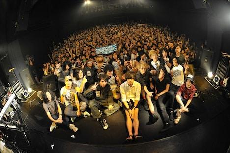 本日8月19日「UKFC on the Road」福岡DRUM LOGOS公演終了後の記念撮影。(Photo by 古溪一道)