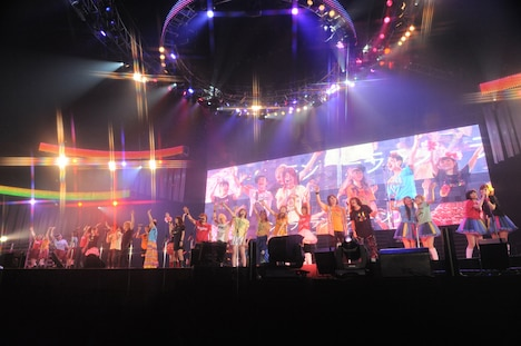 「Animelo Summer Live 2011 -rainbow-」では2日間で合計約5万3500人を動員した(写真は初日アンコールの様子)。 (C)Animelo Summer Live 2011/MAGES.